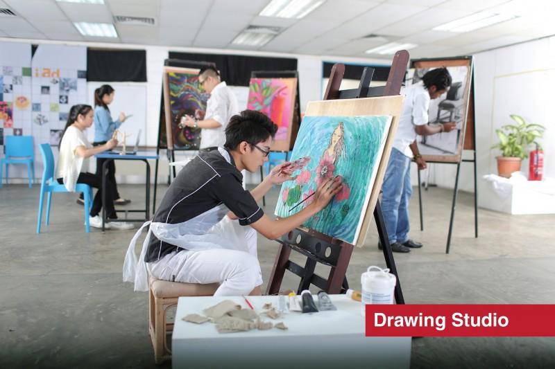 设计与建筑环境系学院 美术与设计-绘画室 提供学生良好的绘画环境与器材