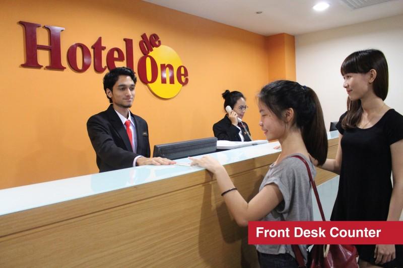 商业,酒店与大众传媒 由业界经验分丰富的导师指导学生各项业界模式与实习 业界适用且高就职率