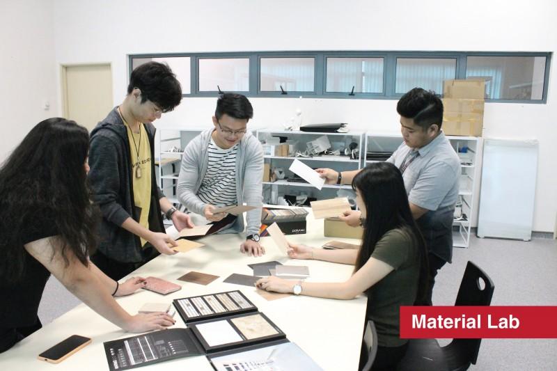 设计与建筑环境系学院 美术与设计-材料研究室 由业界经验分丰富的导师指导学生各类材料与产品搭配效果 业界适用且高就职率