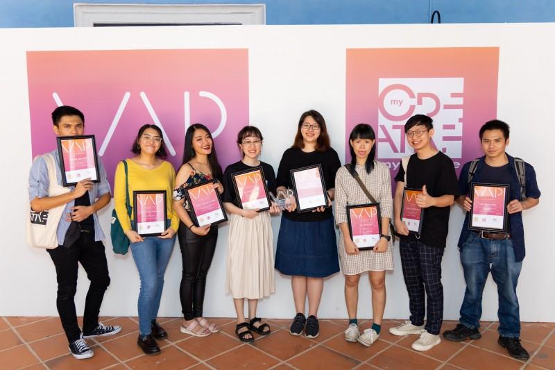 达尔尚纯美系学生和毕业生是各大美术比赛的常胜军,每年在国内外参展的作品不计其数。