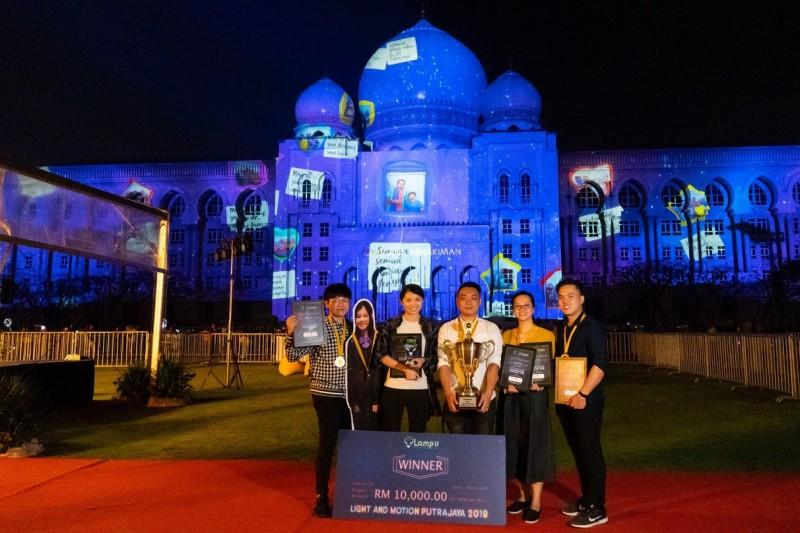 达尔尚数码媒体学生在布城司法宫大型投影比赛夺冠,除了赢得RM10,000奖金,也列为2020新年倒数活动之一。