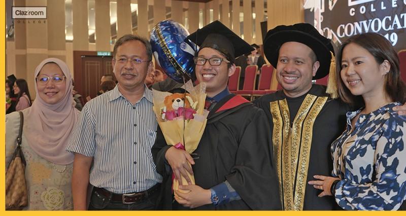 Parents came to attend their children's graduation ceremonies