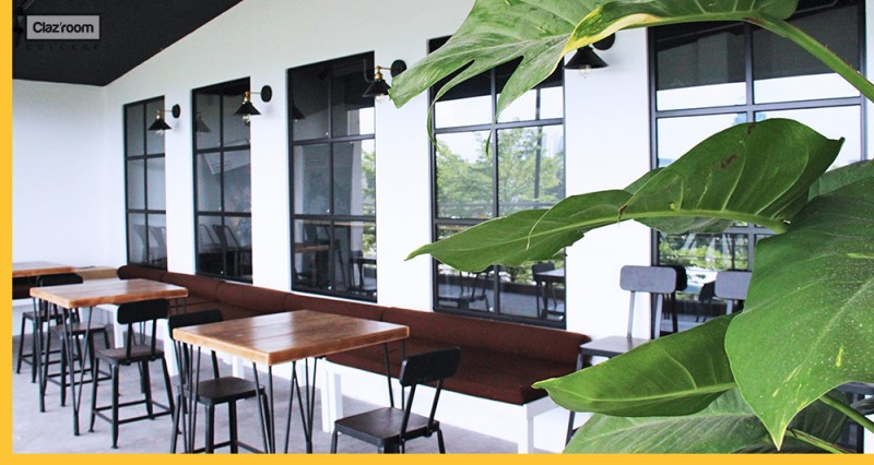 Outdoor discussion environment with natural ventilation
