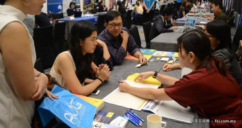 在 AUG 举办的教育活动及升学展览中,学生和家长有机会直接与各院校代表会面交谈,深入了解各院校的资讯。