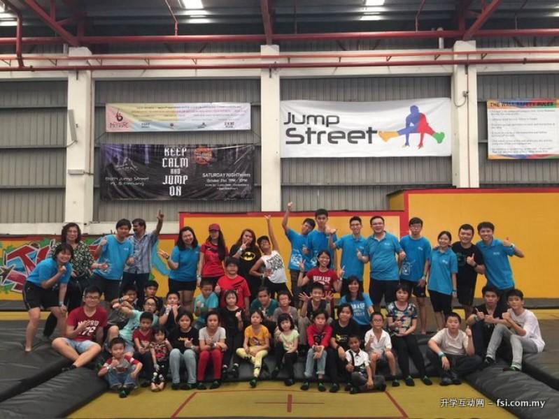 AUG 职员参与慈善活动。