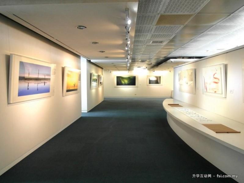 中华大学注重学生的全人发展,所以艺文中心必定期举办各类艺术活动,以提升学生艺术品位。