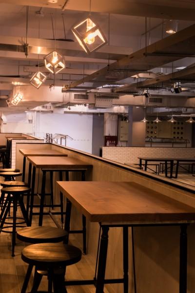 中华大学校园内设有学生餐厅,除了温馨的用餐环境,并且提供了优质的餐厅供学生再度子饿时,可选择自己喜爱的美食。