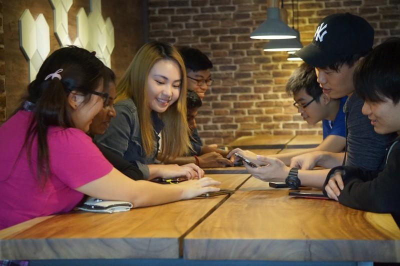 舒适的学生休息室让学生相聚, 通过合作与脑力激荡共同学习。