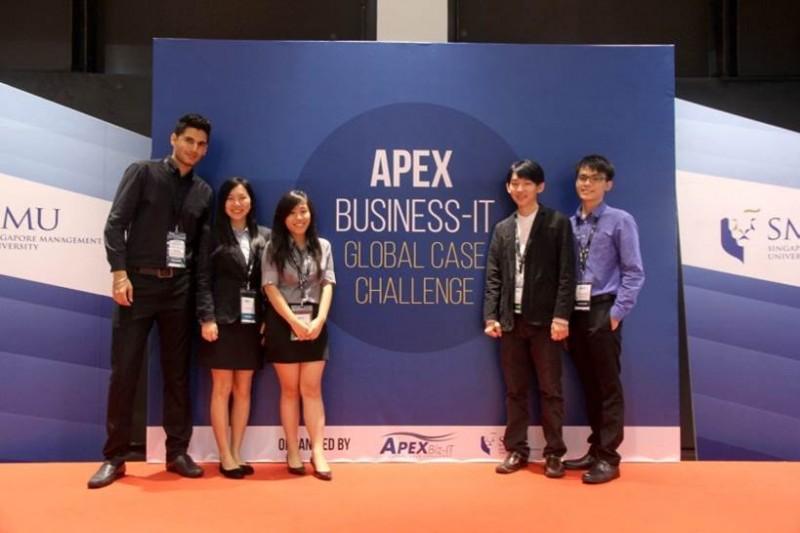 QIUP电脑科学系学生参与在新加坡举行的2016度APEX Business-IT Global Case Challenge,获得全球排名第八。不仅如此,他们亦是在这次比赛唯一入围全球前16名的马来西亚参赛组。(列为主图)