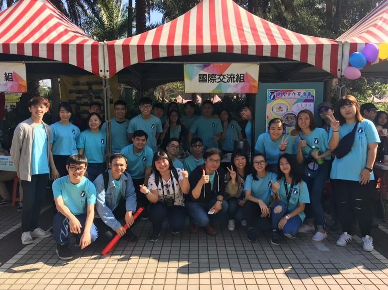 中國科技大學境外學生于校慶園遊會設立異國美食攤位