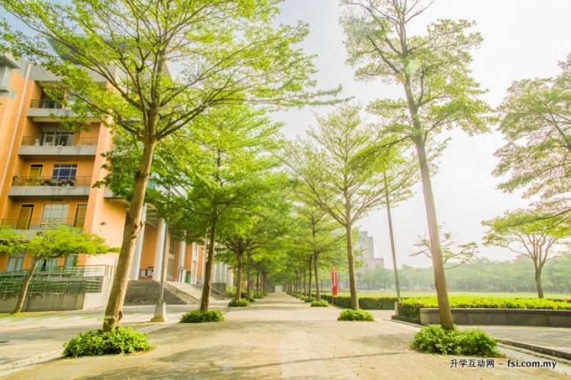 国立高雄第一科技大学曾获选南台湾最美丽校园。