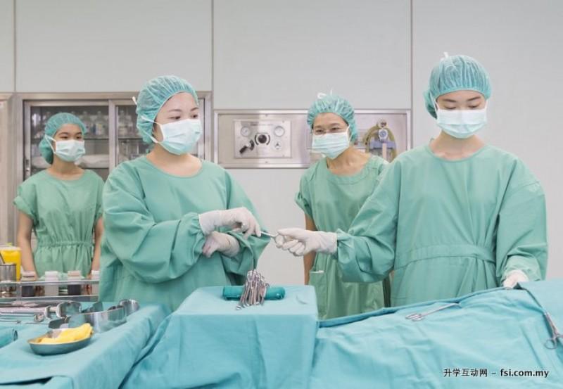 护理临床技能教室设备齐全,以便学生在有效环境下实践学习。