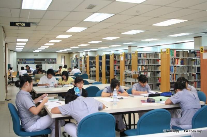 藏书丰富的图书馆是学生课后学习的最佳去处。