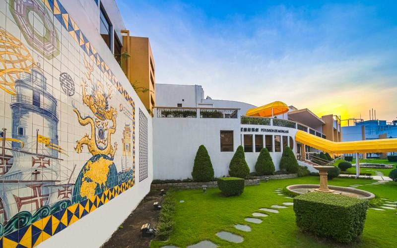 IFTM的望厦迎宾馆为澳门旅游学院的其中一个教学单位,学生们以贴心、专业及充满热诚的态度接待每位宾客,致力为来自世界各地的旅客缔造一个难忘的住宿体验及美好回忆。