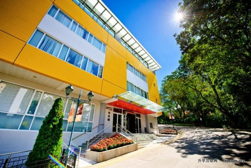 """IFT校园共有四个主题建筑大楼,图为教学大楼""""启思楼""""的里外景观。"""
