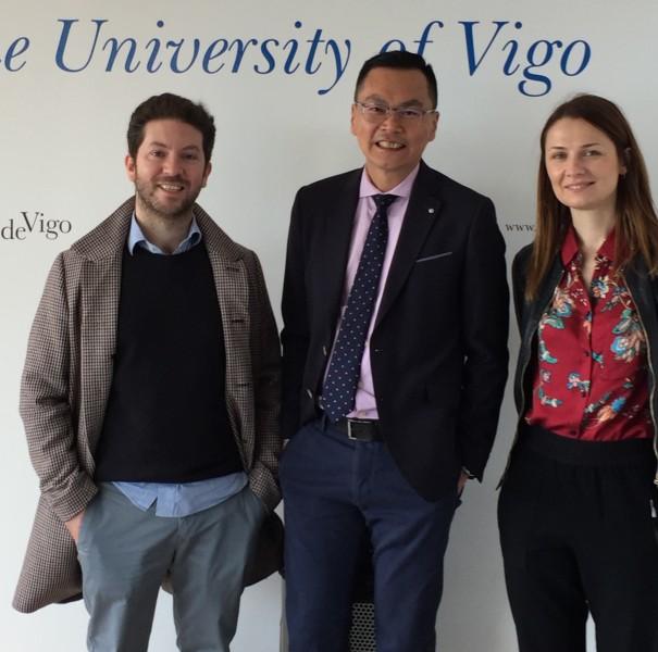 荣欣能在探访维哥大学时体验到Campus Spain两名负者人Gonzalo Martinez Nogueira(左) and Gosia Kozyra(右)给予西班牙式热诚的招待。
