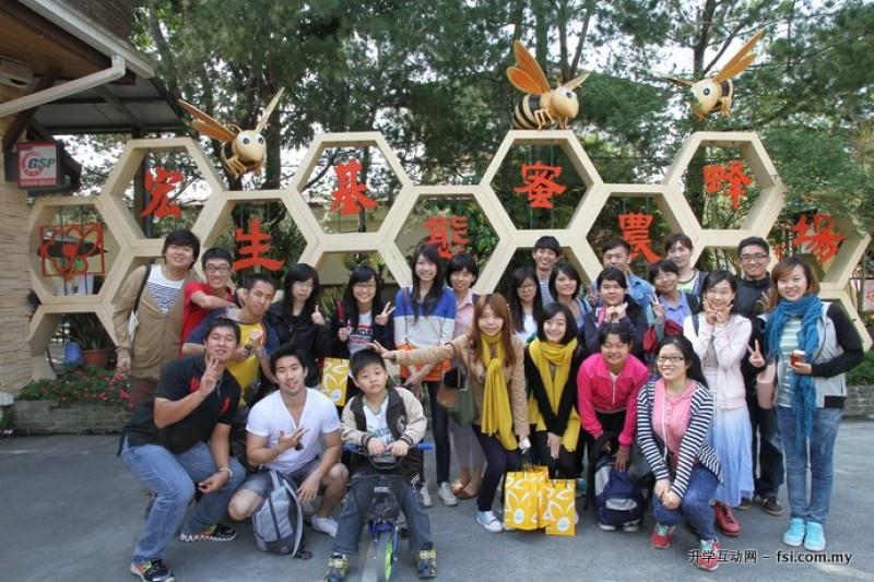 透过企业参访活动,让学生深入了解企业文化。