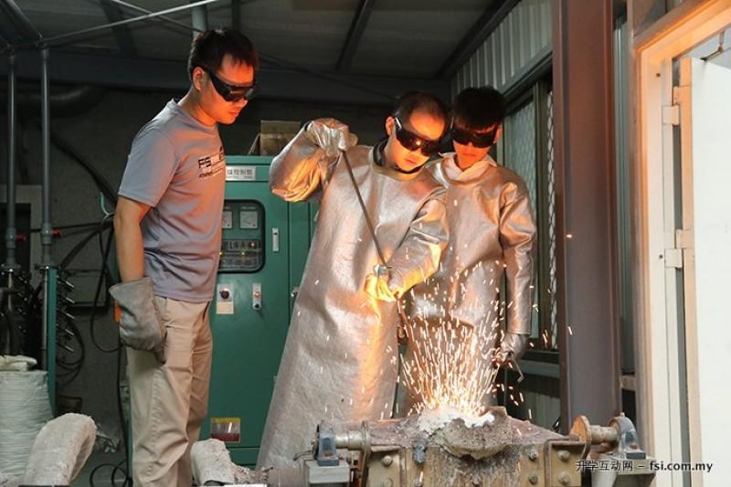 中兴大学的学生在2019年国际钢铁协会举办的炼钢挑战赛中表现亮眼,获得世界冠军及亚军。