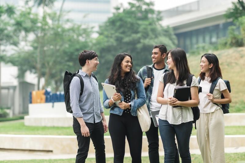 大学城(U Town)教育中心的设备完善,是师生学习,交流与生活的场所。
