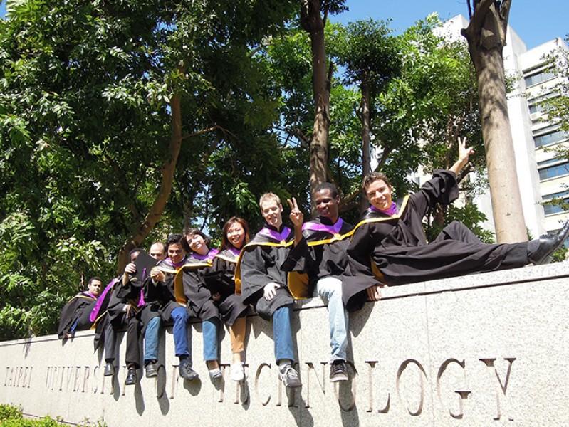 台北科大提供奖学金,吸引各国学生就读。