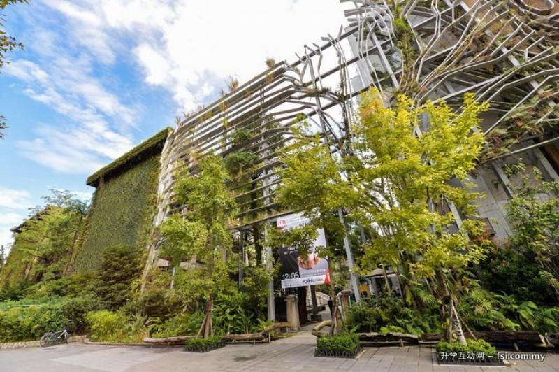 """作为都市中的科技大学,台北科大长期致力于校园生态化的耕耘,发展绿能建筑,校内每栋建筑物皆绿意盎然,在""""世界绿能大学""""排行榜(Green Metric World University Sustainability Ranking)名列前茅。"""