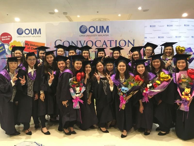 CAA毕业生将获得由美国环球终生学习大学(GULL, USA)及马来西亚开放大学(OUM)认证的国际大专文凭。