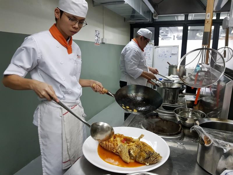 学员在廚房里的实习将占了整个教学大纲的约90巴仙,强调的是实践出真才。